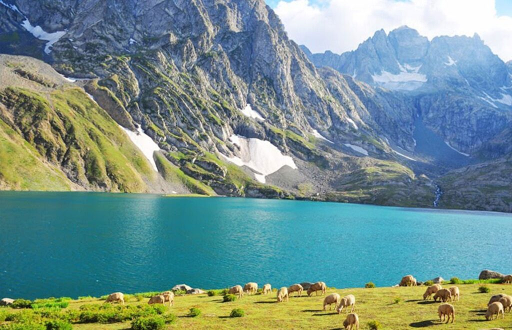 now also know about the places surrounded by these 10 beautiful lakes Kareri Tripazzi